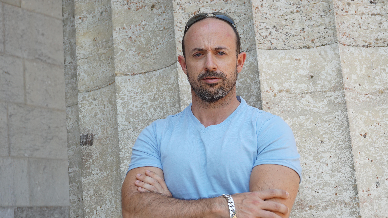 Roberto Marín Muñoz Releases Brand New Single 'I Know Ur Love'!